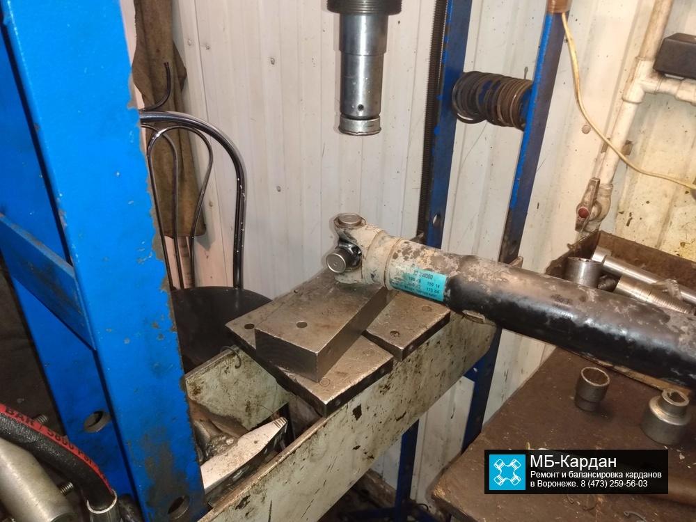 Замена крестовины на кардане KIA Sportage